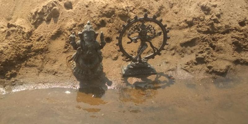 The-2-statues-are-found-on-the-cauvery-river-at-trichy