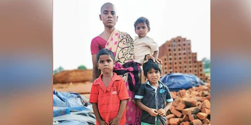 Widow-sells-her-hair-for-Rs-150-to-feed-3-kids
