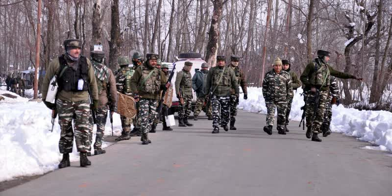 Army-officials-and-militants-killed-in-encounter-at-Kashmir