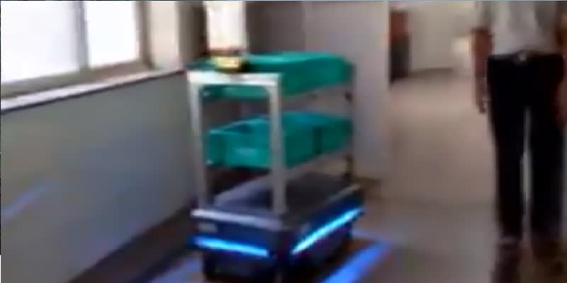 Bengaluru-s-Victoria-hospital-has-deployed-robot-to-serve-food