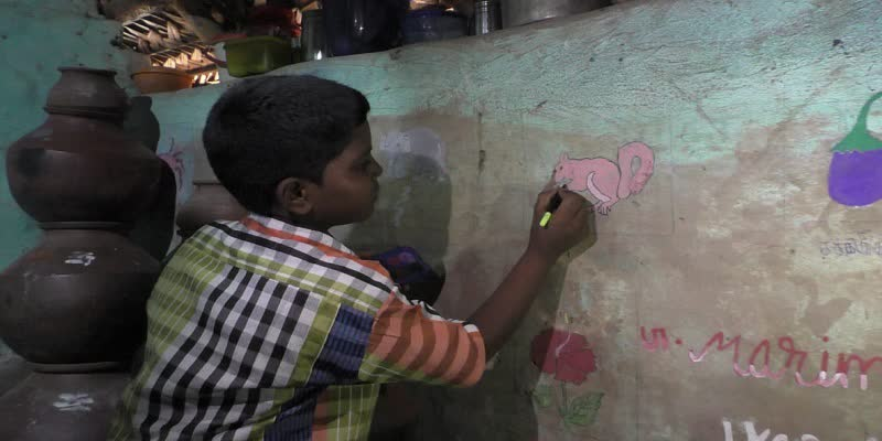Poor-student-who-decorated-the-cottage-with-his-art