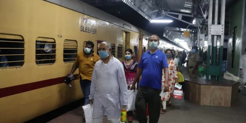 1464-people-go-to-west-Bengal-from-vellor-by-special-train