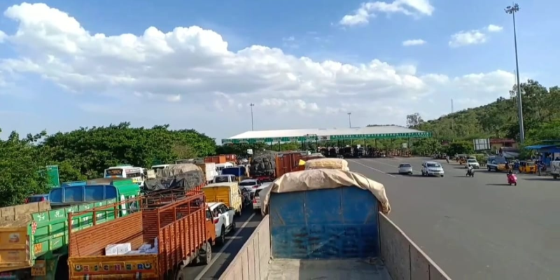 Chengalpattu-Police-SP-cancelled-toll-gate-fee-for-Traffic