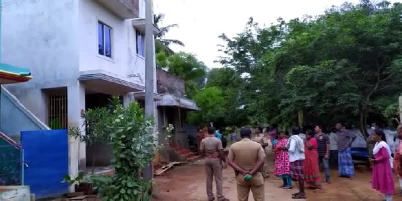 woman-suicide-with-2-children-due-to-house-owner-crisis-in-sivagangai