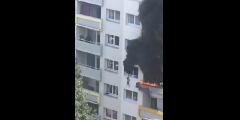 2-boys-jump-from-a-burning-building-caught-safe