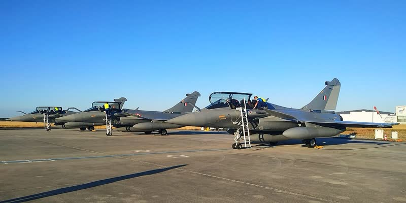 7000-km-flight-1-pitstop-in-UAE-for-refuelling-24-engineers-to-support-induction-Journey-of-IAF-s-Rafales