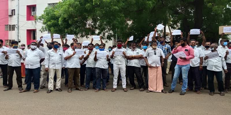 drivers-protest-in-collector-office-of-trichy-due-to-epass