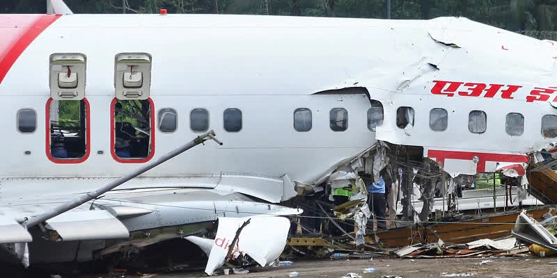 A-delay-of-five-minutes-in-paying-pending-fines-saved-a-Kerala-man-from-boarding-the-Air-India-flight-that-crashed-at-Kozhikode-airport