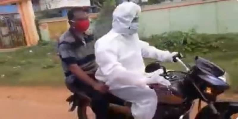 Trinamool-Leader-Takes-a-Man-With-Covid-Symptoms-To-Hospital-by-Two-wheeler