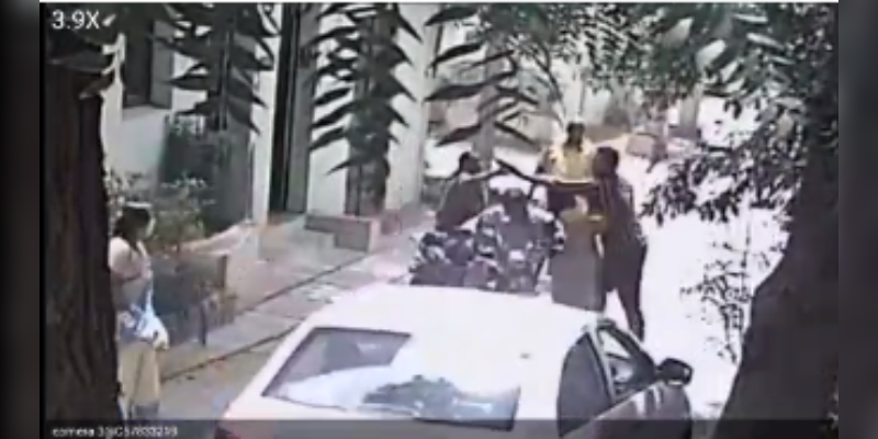 Opposite-houses-families-fight-in-Street-with-weapons-in-Madurai