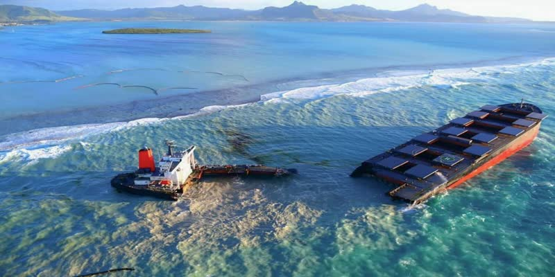 Japan-ship-spilled-1000-tonnes-of-oil-in-Mauritius-sea