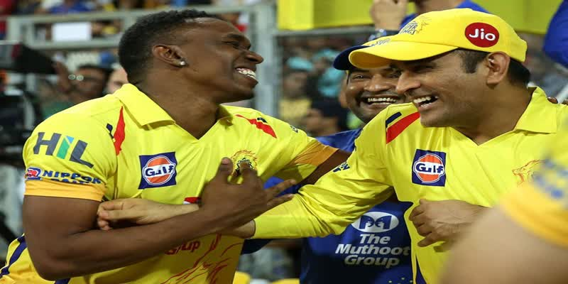 MS-Dhoni-would-never-panic-he-could-absorb-so-much-pressure-says-Dwayne-Bravo