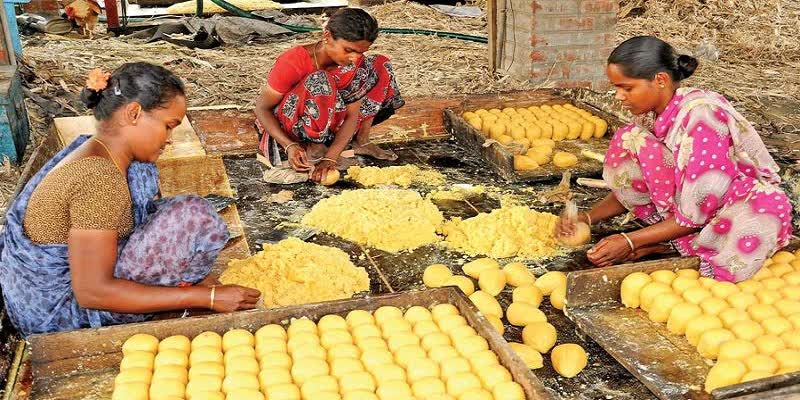 tamilnadu-goverment-provide-jaggery-replace-for-sugar-to-people---Jaggery-workers