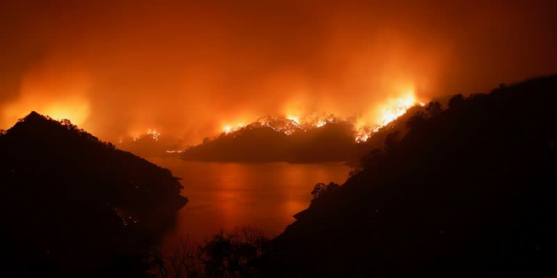 WILDFIRE-CATCHES-The-western-states-of-the-United-States